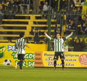 Banfield-festejo-Defensa-Justicia_OLEIMA20130614_0125_14